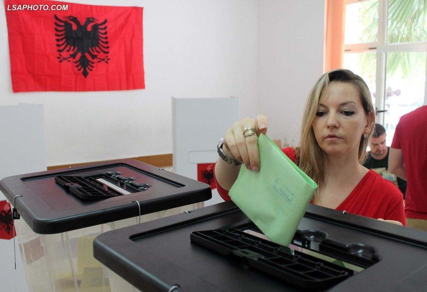 Αλβανία: Διαιρεμένη η Ελληνική μειονότητα στα τρία μεγάλα κόμματα – Μηδαμινή συσπείρωση στο αυτόνομο μειονοτικό «MEGA»