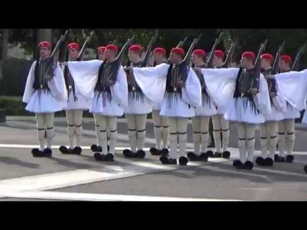 Η σκληρή εκπαίδευση του θρυλικού τάγματος των Ευζώνων (βίντεο)