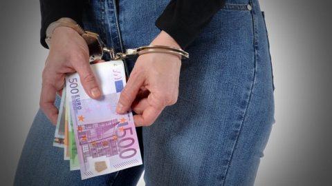 Υπεξαίρεσε τα χρήματα από την τράπεζα για να βοηθήσει το παιδί της!