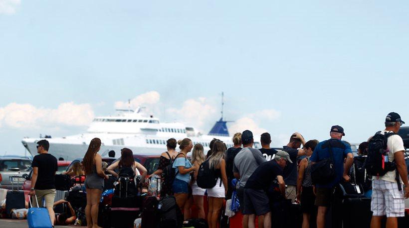 Όπου φύγει-φύγει: Αυξημένη η κίνηση στα λιμάνια