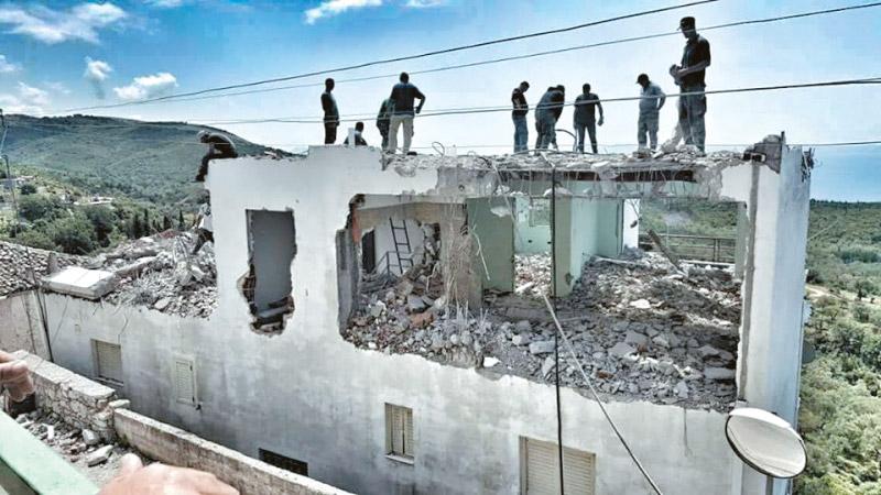 Οι Αλβανοί κατεδαφίζουν την Ελλάδα στην Βόρειο Ήπειρο! (φωτό)