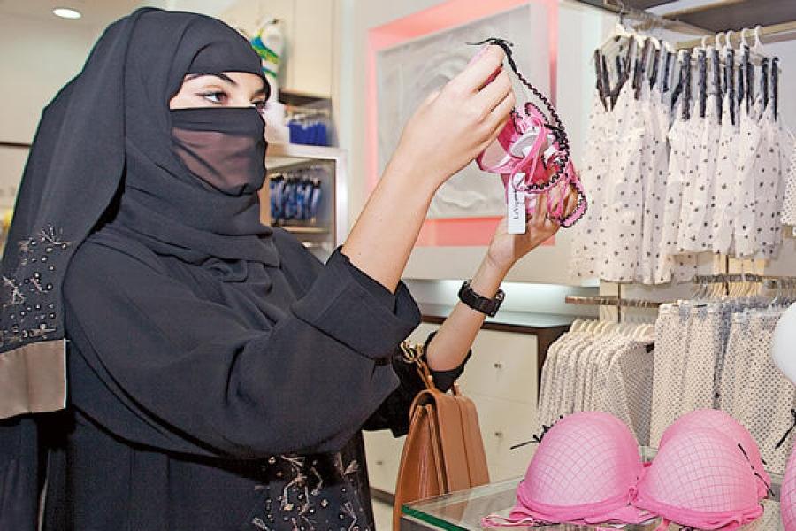 Άντρας προκάλεσε σάλο στο διαδίκτυο με ένα tweet για μουσουλμάνες που αγόραζαν εσώρουχα