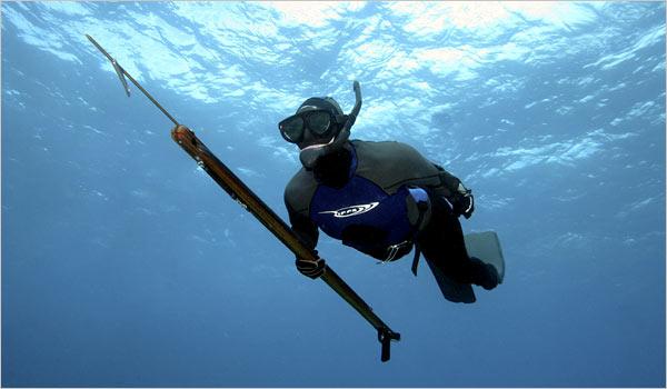 Δείτε το ψάρι-τέρας που έπιασε Έλληνας ψαροντουφεκάς και του χάρισε το παγκόσμιο ρεκόρ (PHOTO)
