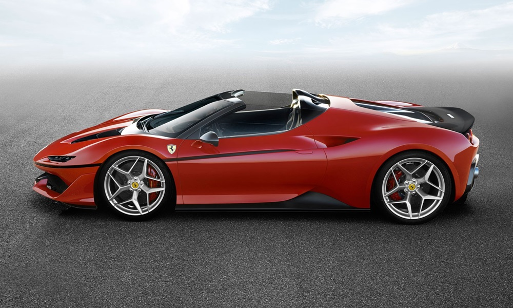 Ρόδος: Βρέθηκε με την κόκκινη Ferrari που ονειρευόταν από μικρός αλλά δεν άργησαν τα δυσάρεστα