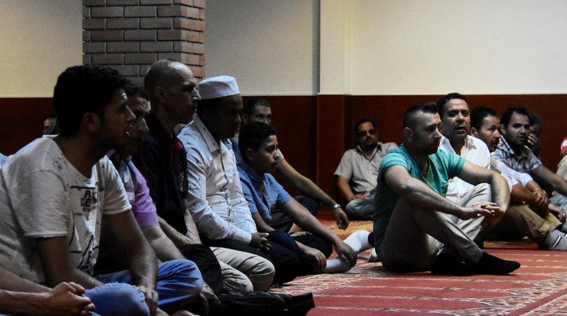 Φωτογραφίες: Εκατοντάδες μουσουλμάνοι προσεύχονται σήμερα για το Κουρμπάν Μπαϊράμ