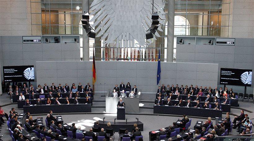 Γερμανικές εκλογές: Πύρρειος νίκη Μέρκελ, συντριβή Σουλτς, «έκρηξη» της ακροδεξιάς