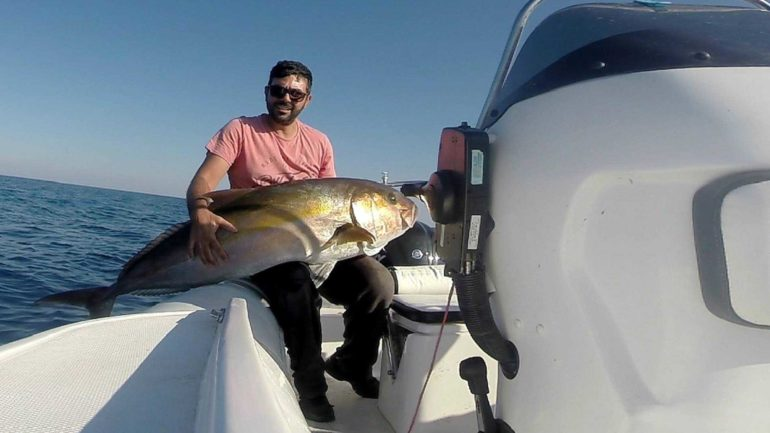 Έβγαλε από τη θάλασσα θηρίο…32 κιλών!