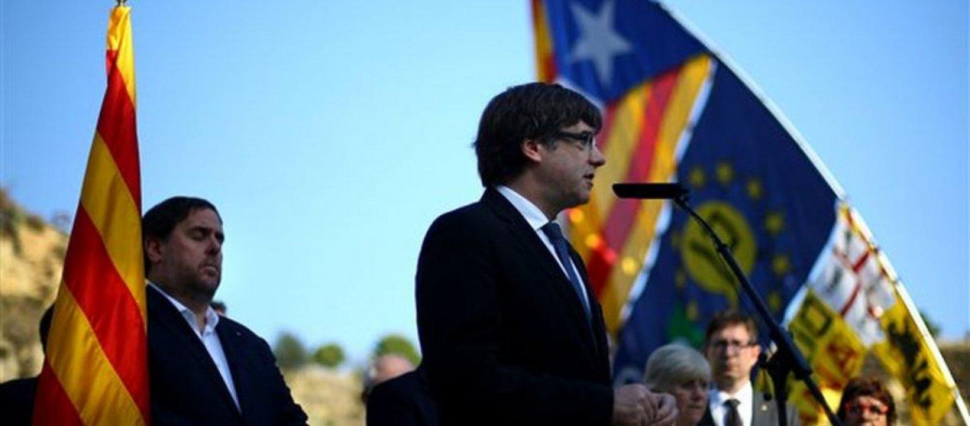 Δραματικές εξελίξεις στην Ισπανία: Ποινική δίωξη σε βάρος των Καταλανών ηγετών για «εξέγερση» και «προδοσία»