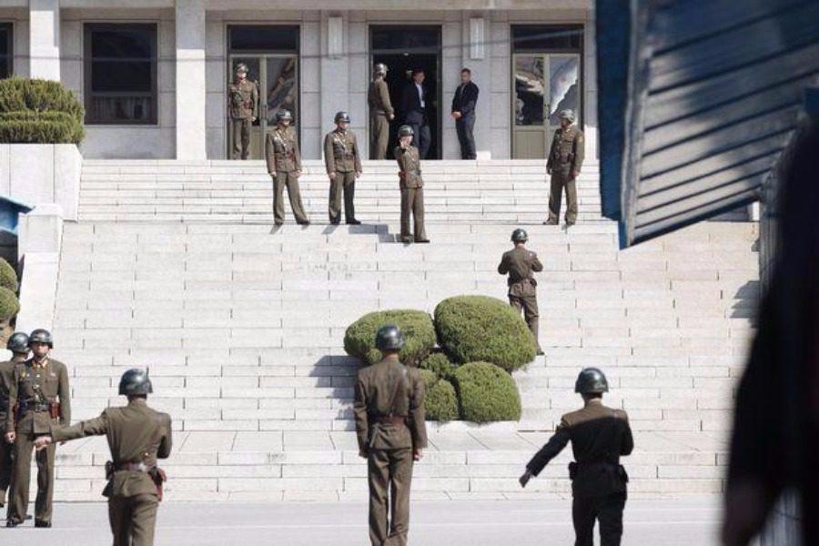 Βορειοκορεάτης στρατιώτης προσπάθησε να αυτομολήσει και δέχθηκε 40 σφαίρες