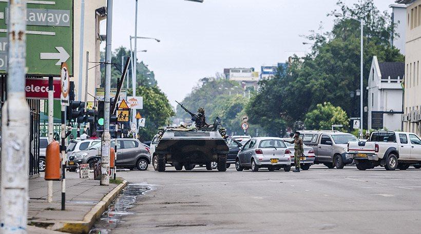 Στρατιωτικό πραξικόπημα στη Ζιμπάμπουε: Υπό κράτηση ο πρόεδρος Μουγκάμπε
