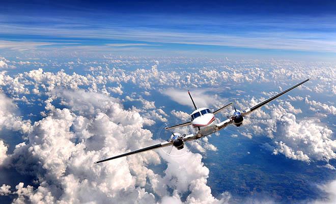 Ανέκδοτο: Κατά τη διάρκεια της πτήσης από Αθήνα προς Λονδίνο ο πιλότος καλωσορίζει τους επιβάτες…