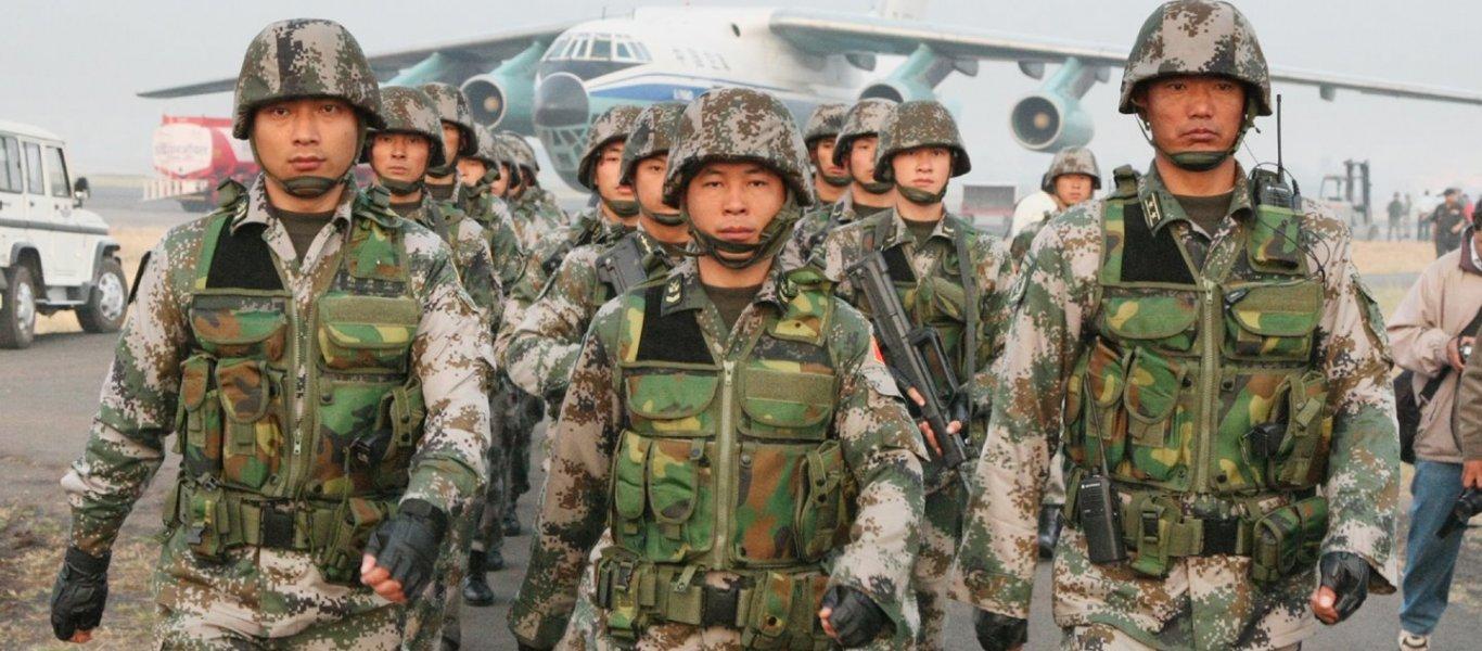 Για πρώτη φορά μακριά: Η Κίνα στέλνει μεγάλες δυνάμεις στην Αφρική για να προστατέψει τον «δρόμο του Μεταξιού»