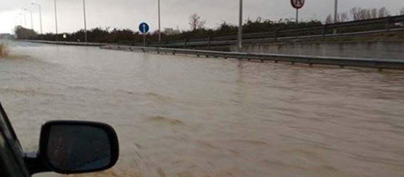 Η Ε.Ο. στην Κατερίνη μετατράπηκε σε … ποτάμι – Προβλήματα στην Μακεδονία! (φωτό, βίντεο)