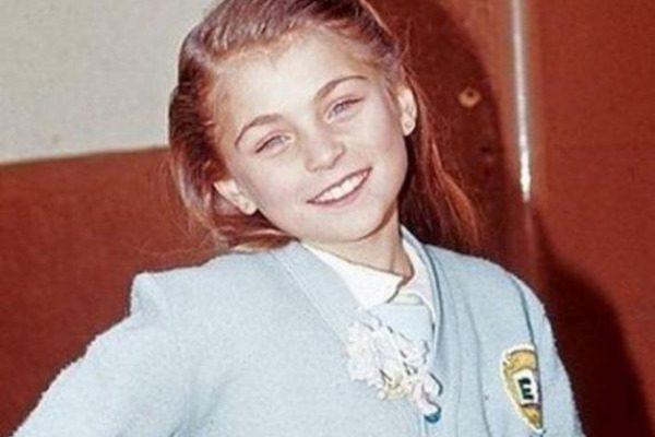 Θυμάστε την Μαρία Χοακίνα από το «Καρουζέλ»; Δείτε την σε ημίγuμνη φωτογράφιση στα 39 της