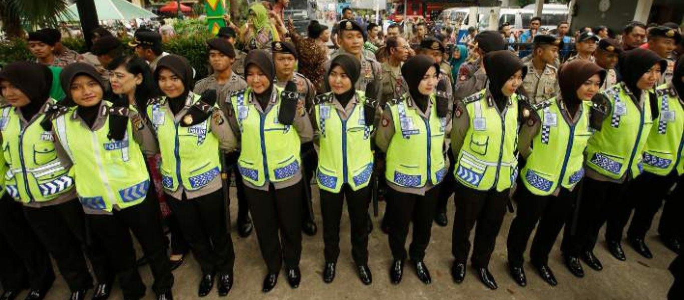 Τεστ παρθενίας στις νεοσύλλεκτες της Ινδονησίας από στρατό και αστυνομία