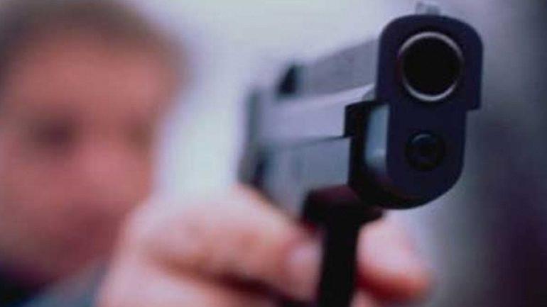 Ερεύνησαν το σπίτι του και βρήκαν όπλο!