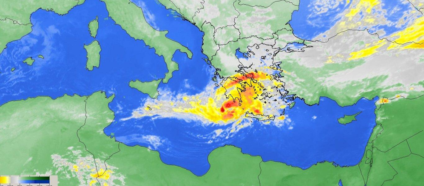Ήρθε ο κυκλώνας «Ζήνων»: Σφοδροί άνεμοι, καταιγίδες, χαλάζι, βροντές και αστραπές «μαστιγώνουν» νότια και δυτική Ελλάδα
