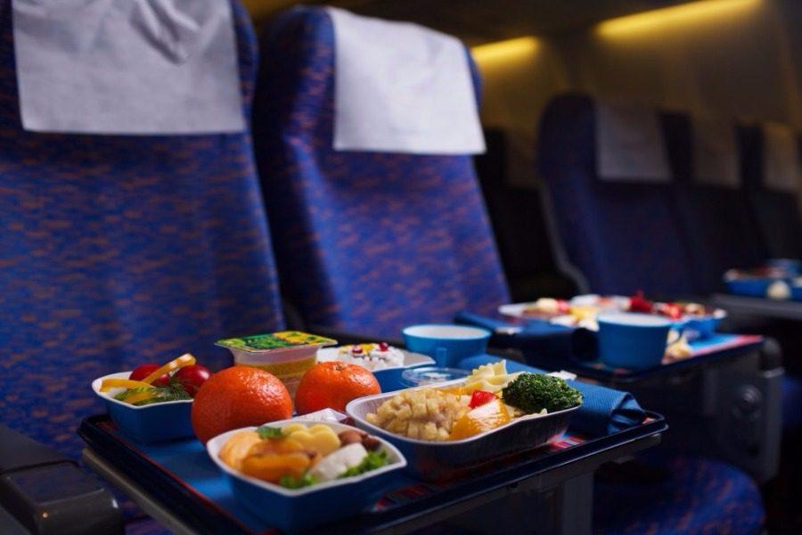 25 πράγματα που δεν ήξερες για το φαγητό στα αεροπλάνα