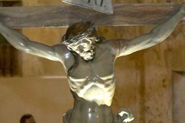 Κρυφό σημείωμα 240 ετών βρέθηκε στο πιο απίθανο σημείο αγάλματος του Ιησού