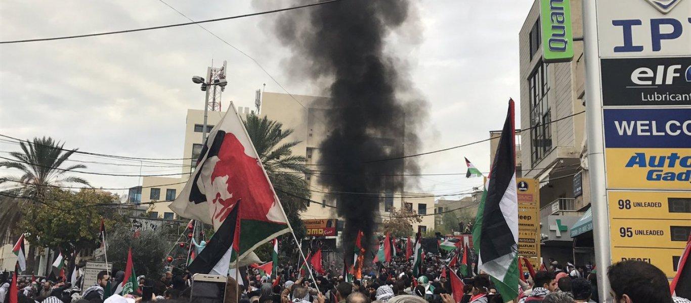 ΕΚΤΑΚΤΟ: Διαδηλωτές έσπασαν την πόρτα της αμερικανικής πρεσβείας στον Λίβανο! – Φλέγεται η Μέση Ανατολή (φωτό, βίντεο)