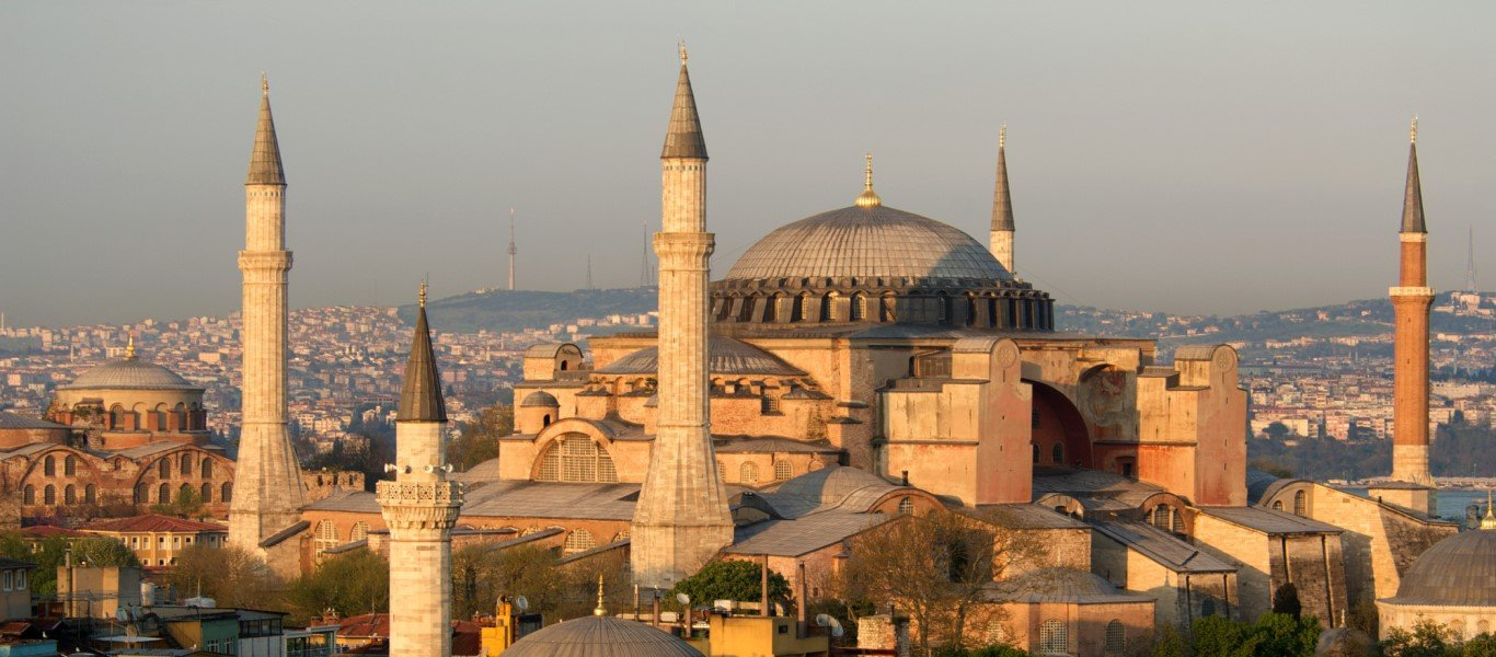 Τούρκοι «εθνικιστές» διάβασαν το Κοράνι και φώναζαν «ο Αλλάχ είναι μεγάλος» μέσα στην Αγία Σοφία (βίντεο)
