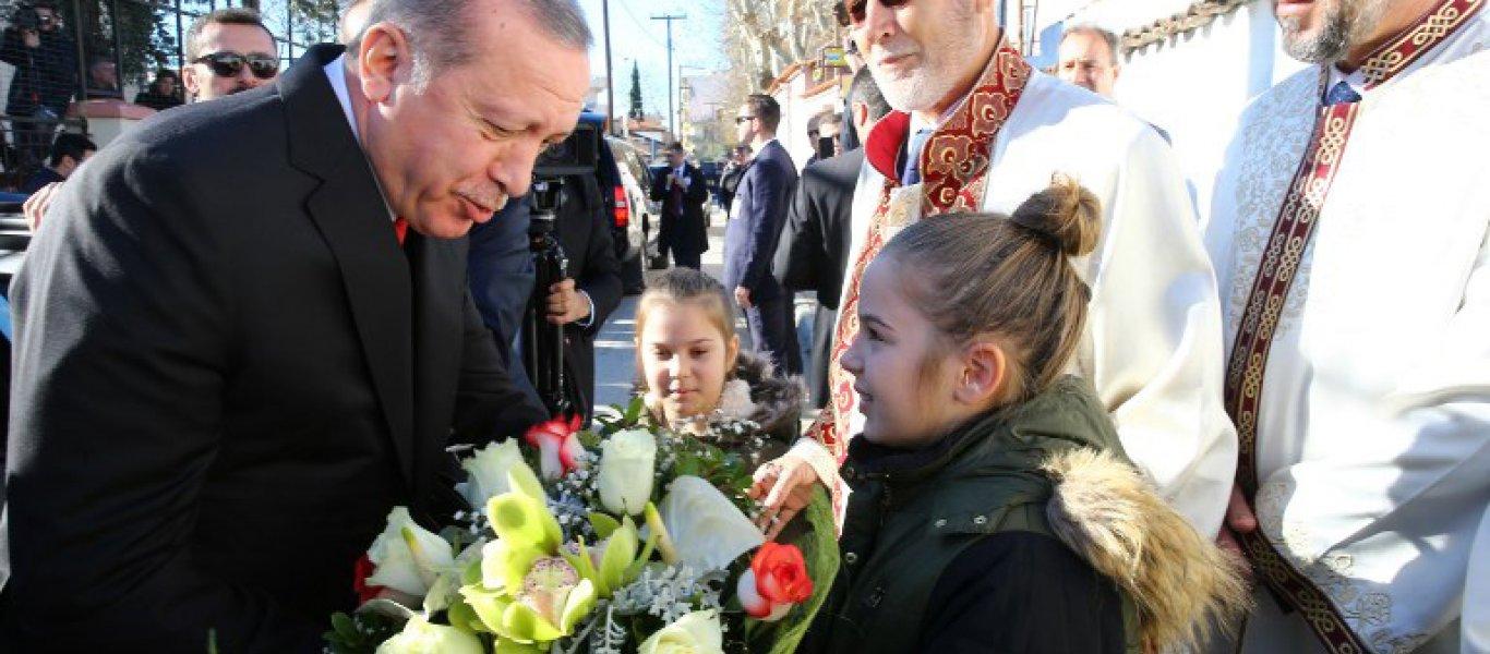 Συνεχίζει ο Ρ.Τ. Ερντογάν: Θέλει δίκαιη λύση στο Αιγαίο & βλέπει «ομογενείς» στην Θράκη! – «Βολές» για την Κύπρο (φωτό)