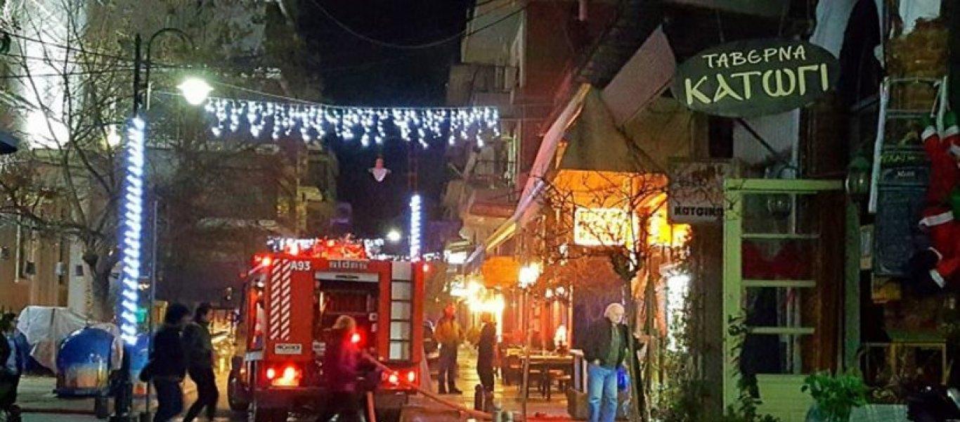 Φωτιά εκδηλώθηκε σε ταβέρνα στα Τρίκαλα (βίντεο)