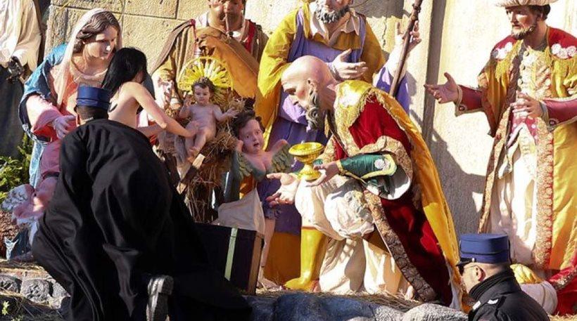 Βατικανό: Ημίγυμνη ακτιβίστρια των Femen προσπάθησε ν' αρπάξει ομοίωμα του νεογέννητου Χριστού!