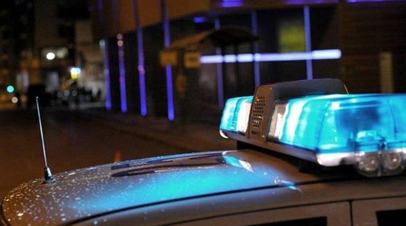 Συνελήφθησαν τέσσερα άτομα επειδή έκλεψαν όπλο αστυνομικού