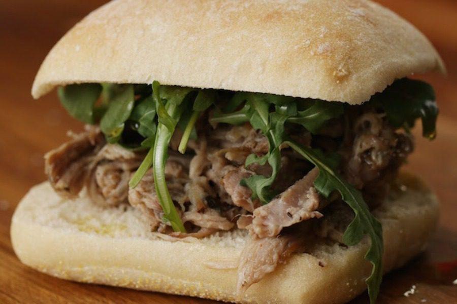 Το απόλυτο σάντουιτς χοιρινού περιμένει να το φτιάξεις