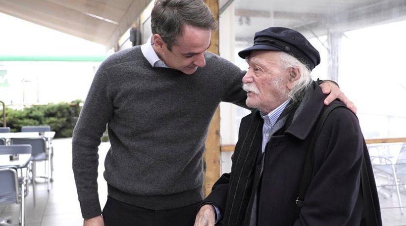 Φωτογραφίες: Ο Κυριάκος Μητσοτάκης συνάντησε τον Μανώλη Γλέζο καθ' οδόν για Πιερία