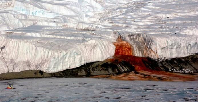 Ανταρκτική: Ο Παγετώνας Που «Αιμορραγεί»