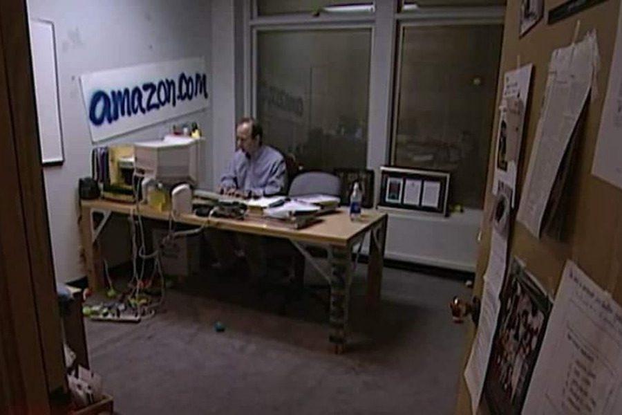 Αυτό ήταν το γραφείο του το 1999…