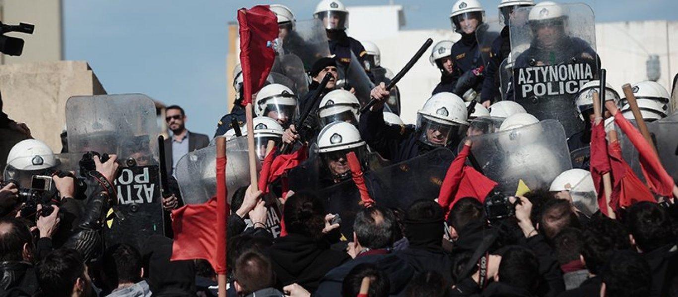 Επεισόδια μετά το συλλαλητήριο – Επιχείρησαν να εισβάλουν στην Βουλή