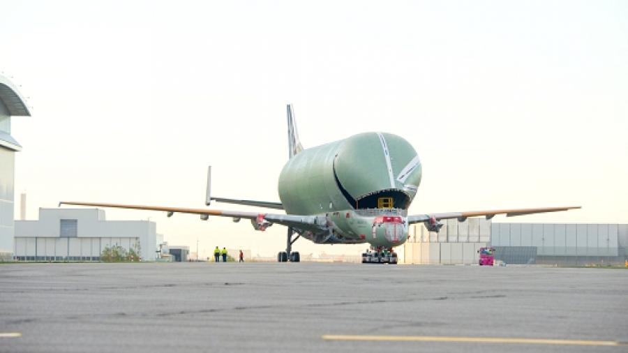 Ένα από τα πιο μεγάλα αεροπλάνα του κόσμου έγινε… τεράστιο