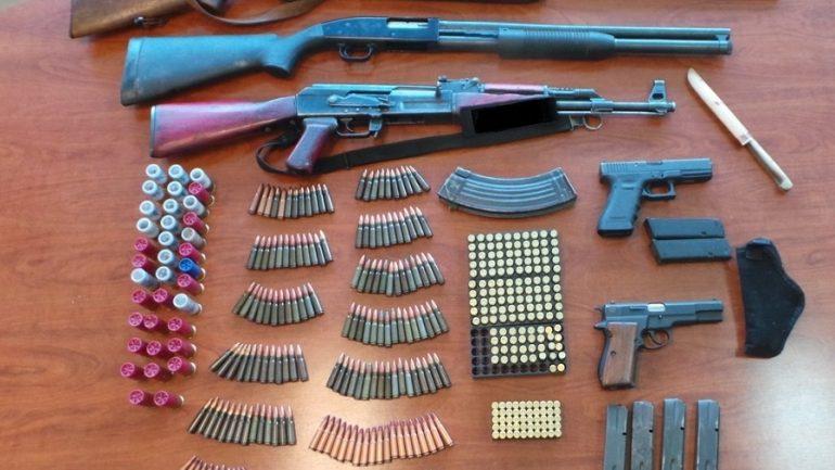 Η αστυνομική επιχείρηση αποκάλυψε όπλα