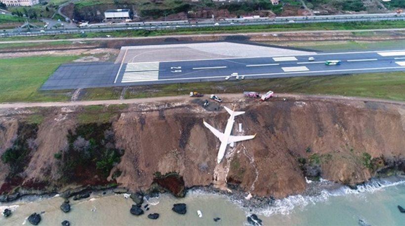 Απίστευτες εικόνες στην Τουρκία: Αεροπλάνο γλίστρησε στον γκρεμό!