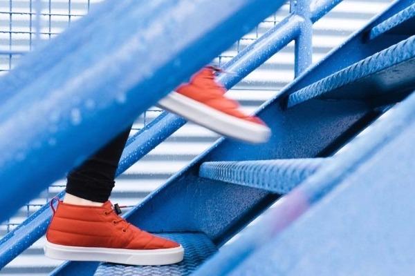 Μα γιατί όλοι λαχανιάζουμε στις σκάλες;