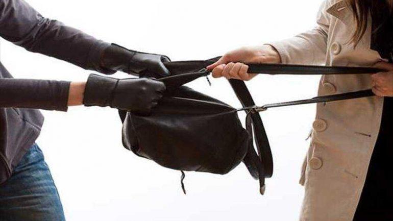 Της άρπαξε την τσάντα αλλά δεν πήγε μακριά!