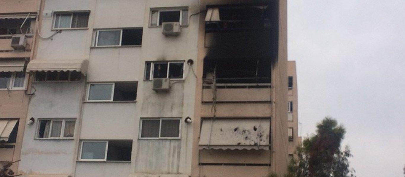 ΕΚΤΑΚΤΟ: Φωτιά σε πολυκατοικία στο Περιστέρι με εγκλωβισμένους – 1 νεκρός (βίντεο)