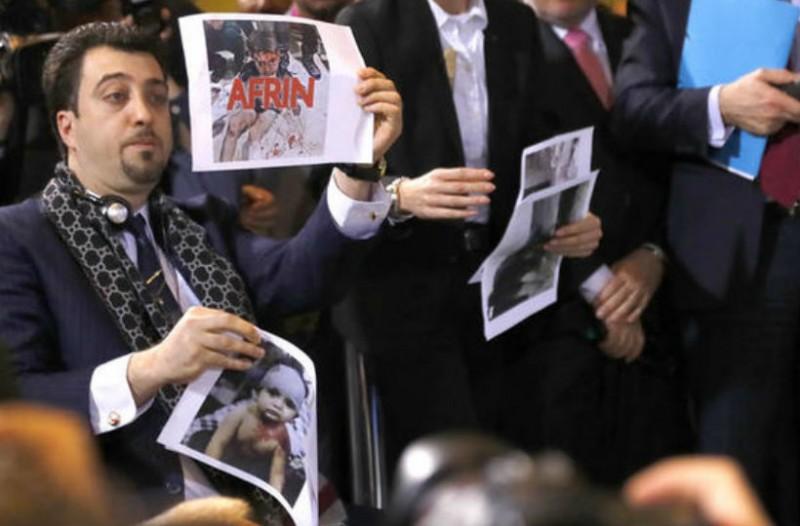 Επεισόδιο Γιλντιρίμ με δημοσιογράφο μπροστά στη Μέρκελ