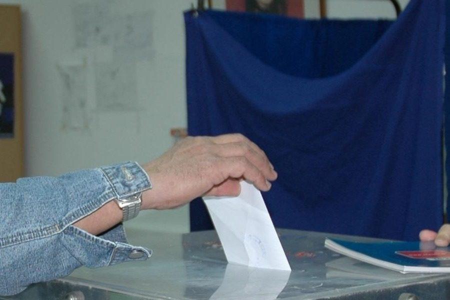Ποpνοστάρ υποψήφιος βουλευτής με ελληνικό κόμμα