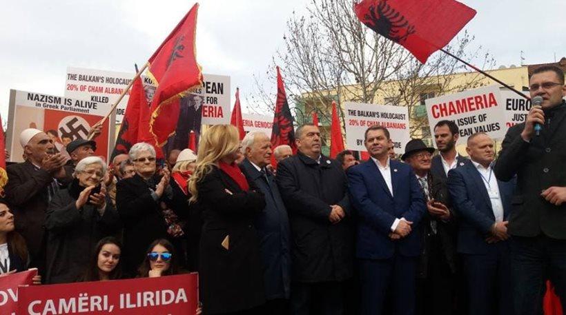Αλβανία: Συγκέντρωση πρόκληση από τους «Τσάμηδες» – Απαιτούν συγγνώμη από την Ελλάδα!