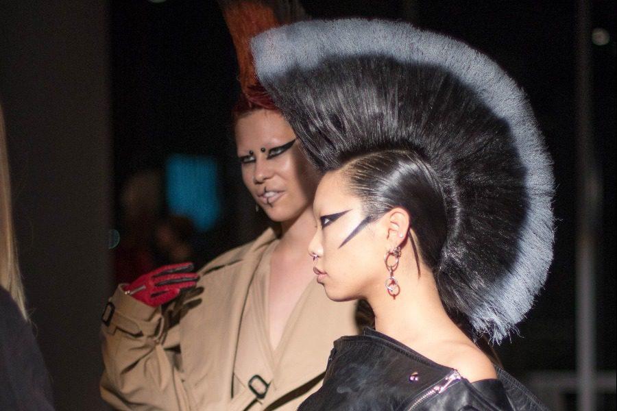 Οίκος μόδας φόρεσε στα αιδοία των μοντέλων του περούκες για την πασαρέλα