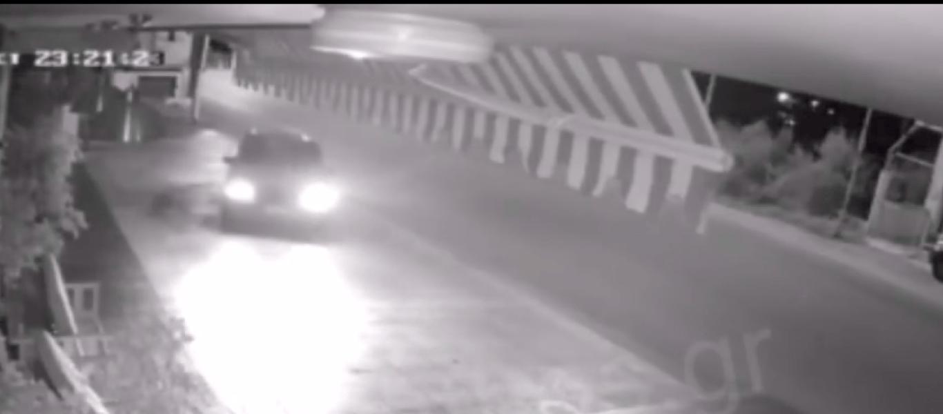 Λουτρά Ωραίας Ελένης: Ληστές έσπασαν το τζάμι του καταστήματος με αμάξι κι έκλεψαν την ταμειακή (βίντεο)