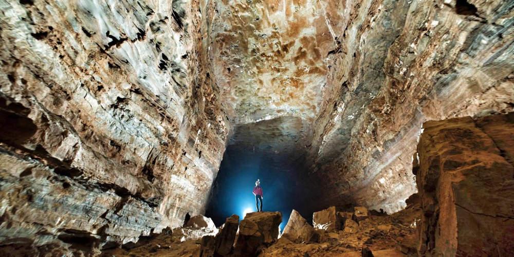 Ταξίδι στα έγκατα της Γης: Ανακαλύφθηκε το μεγαλύτερο σπήλαιο της Ασίας