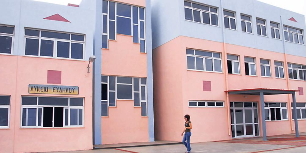 Αγριο ξύλο σε σχολείο των Χανίων – Στο νοσοκομείο 16χρονη μαθήτρια
