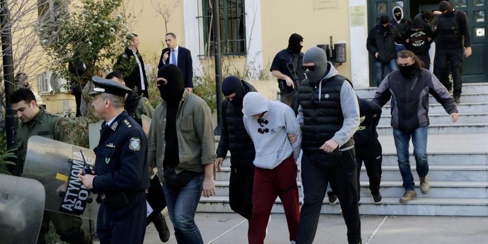Ελεύθεροι οι τέσσερις από τους έντεκα συλληφθέντες της «Combat 18»