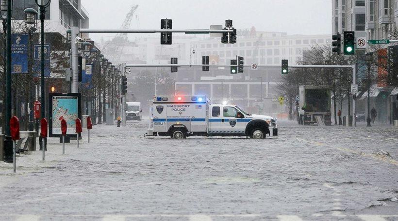 Βίντεο: Επτά νεκροί και εκατομμύρια χωρίς ρεύμα από τις πλημμύρες και τους ανέμους στις ΗΠΑ