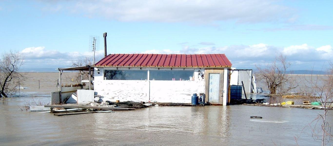 Έβρος: Αδιάβατο το ποτάμι από το άνοιγμα των φραγμάτων – Αδύνατη η ζεύξη του – Σε επαγρύπνηση το Δ'ΣΣ
